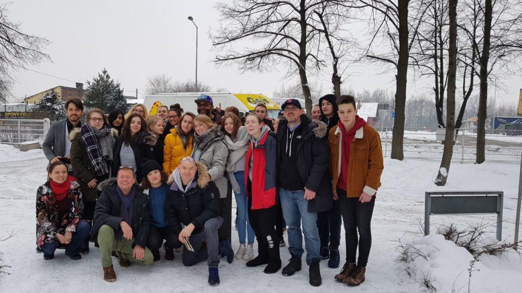 Gruppenbild der jugendlichen Besucher der Gedenkstätte Auschwitz aus Polen, Frankreich und Deutschland